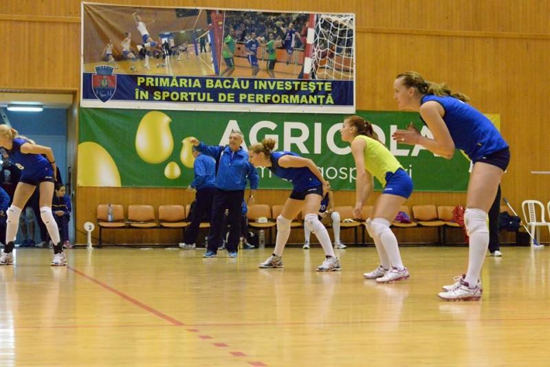 Deținătoarea Cupei României la volei feminin, Știința Bacău, se va deplasa la Izvorani pentru două meciuri de verificare. Cele două meciuri amicale se vor disputa vineri și sâmbată.