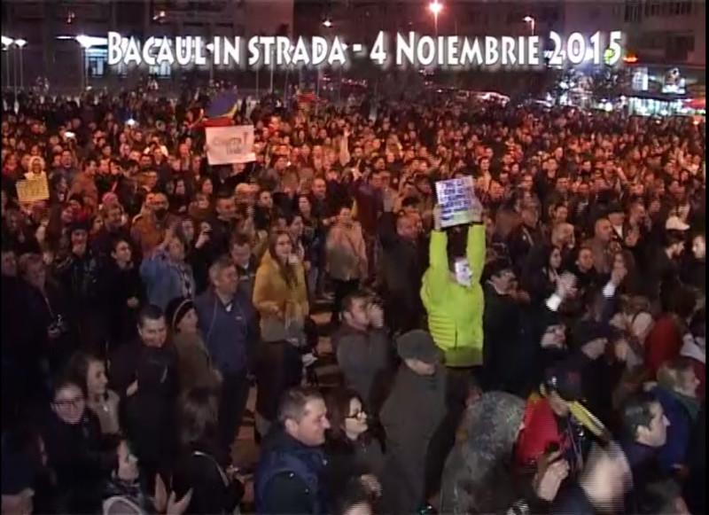 VIDEO – 2.000 de băcăuani au protestat în Piața Tricolorului