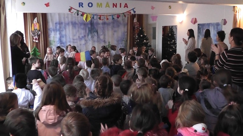"PRICHINDEII DE LA GRĂDI AU SPUS PRIMII: ""LA MULȚI ANI, ROMÂNIA!"""