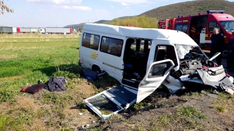Un profesor și un elev din Bacău, duși de urgență în sala de operații după accidentul din județul Cluj!