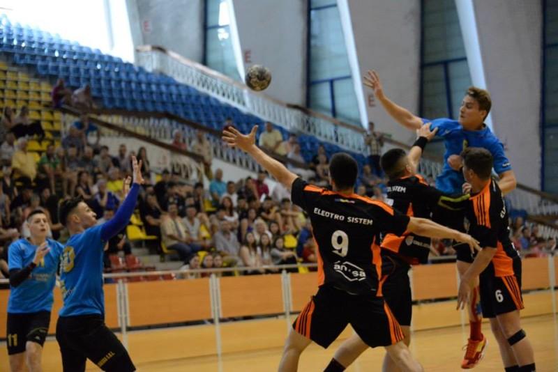 Ştiinţa Municipal Bacău a câştigat cu 26-21 derby-ul cu Minaur Baia-Mare, din ziua a 3-a a fazei grupelor Campionatului Naţional de Juniori 2 la handbal