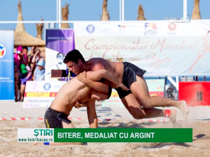 Răzvan Bitere, de la SCM Bacău, a cucerit medalia de argint la Campionatele Mondiale de Lupte pe Plajă de la Mangalia, competiţie rezervată juniorilor