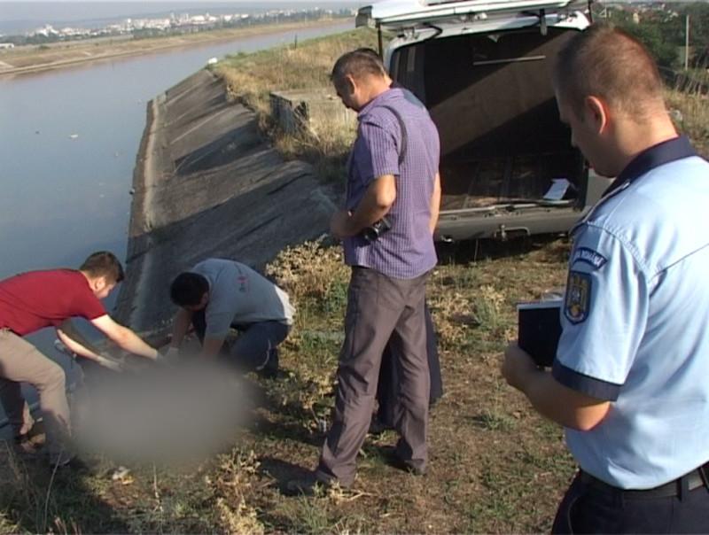 Bărbatul din Slănic Moldova care şi-a abandonat maşina pe barajul canalului de fugă şi care a ameninţat că se va sinucide,  a fost găsit înecat