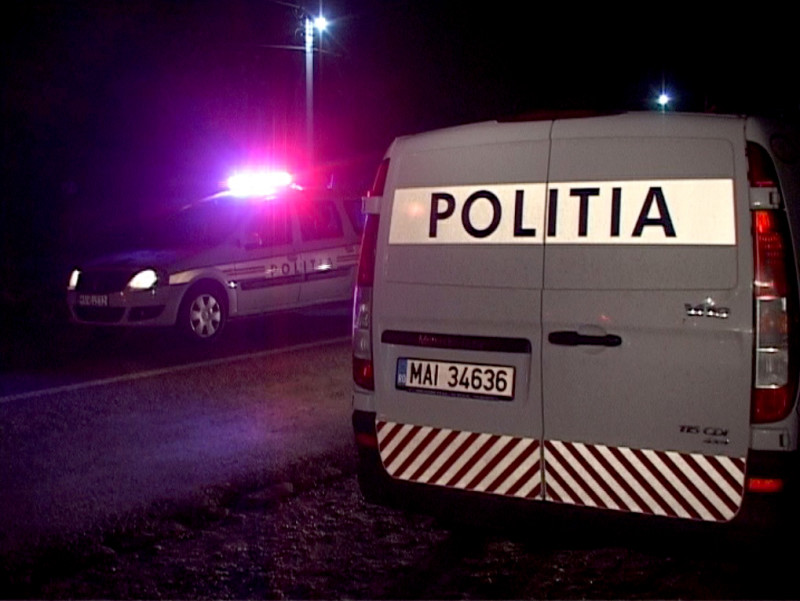 Poliţiştii băcăuani continuă acţiunile în trafic, acţionând pe principalele drumuri naţionale şi judeţene, pentru salvarea de vieţi şi creşterea gradului de siguranţă rutieră