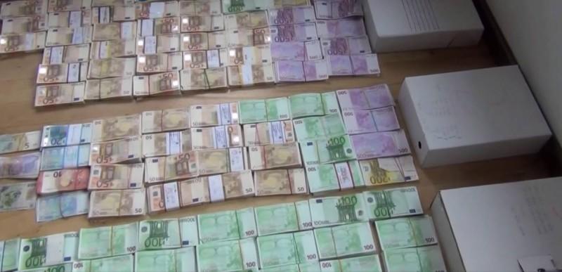 REȚINUT DUPĂ CE A FURAT 100.000 DE EURO DINTR-UN APARTAMENT NELOCUIT